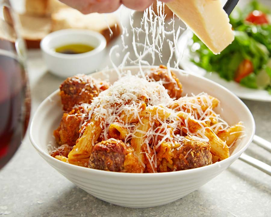 Weetons-Chef-to-Go-Meat-Balls-and-Pasta-2