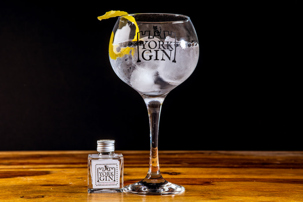 York Gin london dry cocktail on colour_web